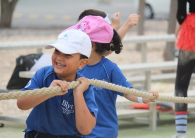 students playing tug-of-war